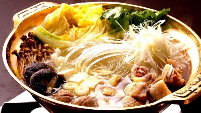 吹上庵 - 料理写真:琥珀色に澄んだスープで水炊きをご用意!常連様ほどヤミツキです。