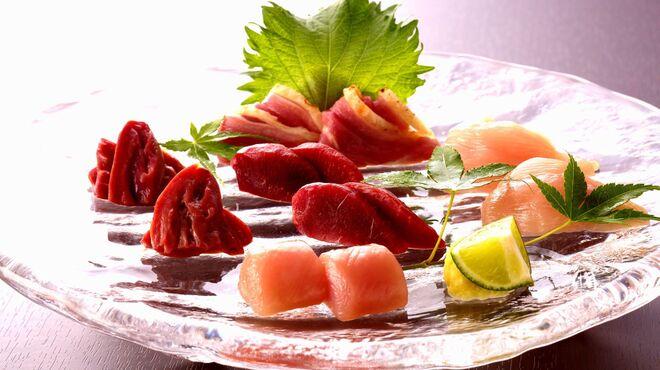 吹上庵 - 料理写真:毎日届くお肉で新鮮なお刺身をご用意しております!