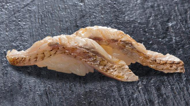 こだわりの廻転寿司 金沢まいもん寿司 - 料理写真:のど黒あぶり650円
