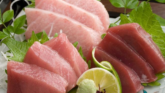 大漁居酒屋 まぐろがんち - 料理写真:人気のまぐろ3種盛り