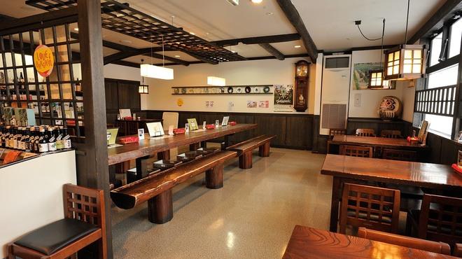 榑木野 - 内観写真:ひろびろスペースの客席