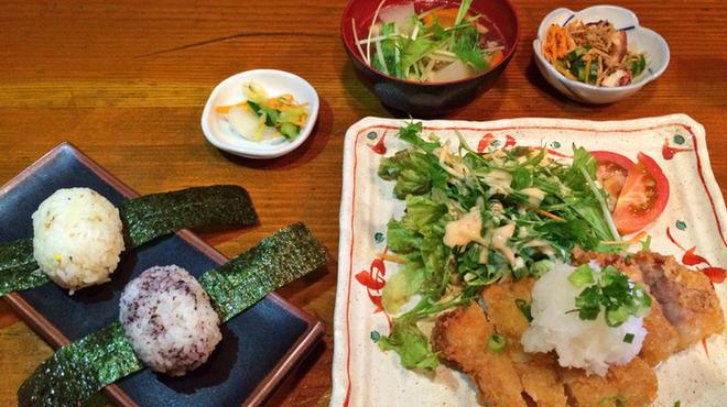 ご飯屋 おむすび - 料理写真: