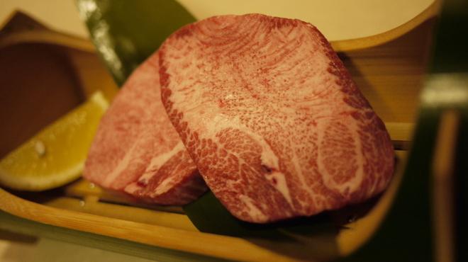 焼肉 殿 - 料理写真:超贅沢塩タン厚切り