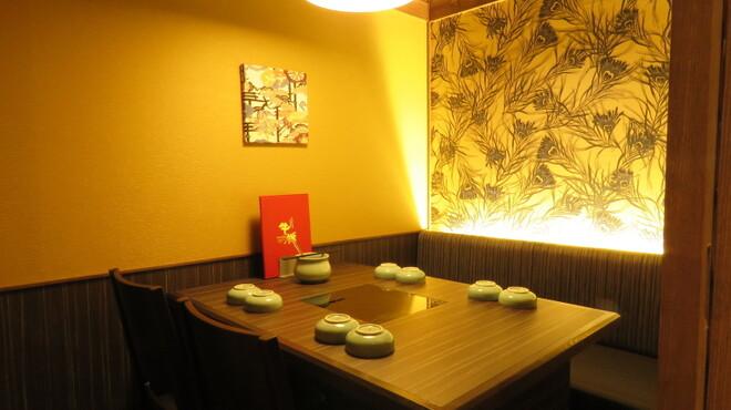 牛禅 - 内観写真:落ち着いたテーブル個室もご用意。