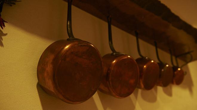 レネ - 内観写真:フランスの銅のなべ