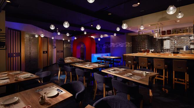 とろさば料理専門店 SABAR - 内観写真:多彩な用途にご利用いただける、こだわり満載の店内です☆