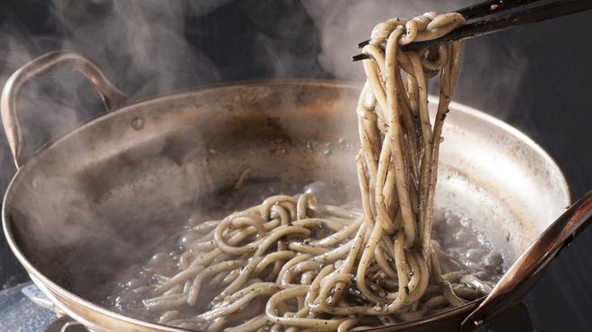 もつ奨 本場博多もつ鍋 - 料理写真:もつ奨名物‼〆の胡麻麺