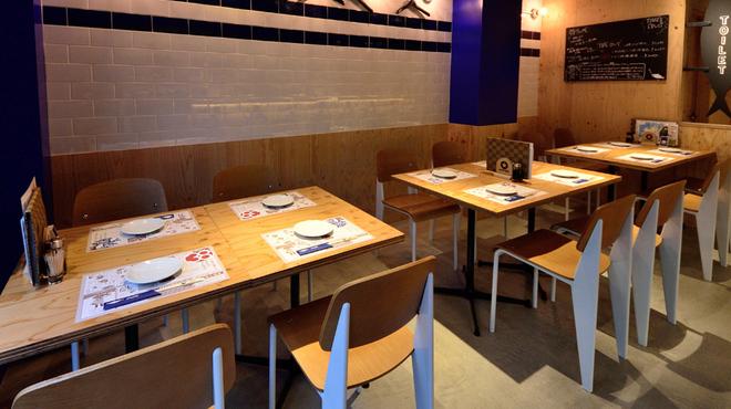 とろさば料理専門店 SABAR - 内観写真:神戸でのSABAR一号店、港町を意識しました♪