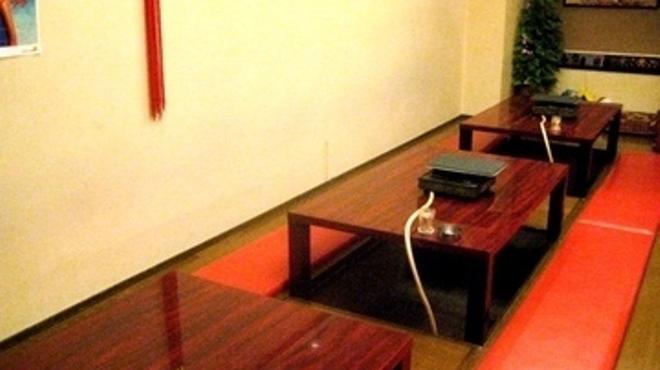 やなちゃん - 内観写真:ゆったりテーブル席でどうぞ♪