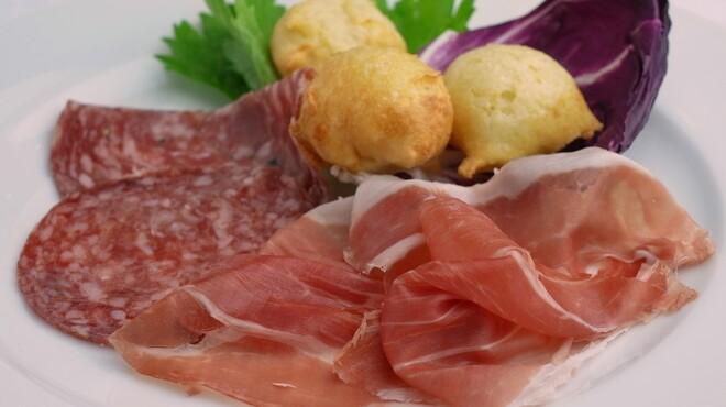 ビルーチェ - 料理写真:イタリア風前菜(生ハム・フィノッキオーナとトスカーナ風揚げパンのココッリ)