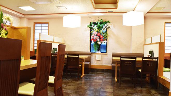 うなぎ福本 - 内観写真:1階フロアー、カウンター席・テーブル席・小上がり席