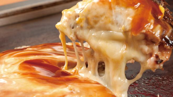 鶴橋風月 - 料理写真:「チーたまぶたモダン」チーズたっぷり!玉子も入ったスペシャルなモダン焼き