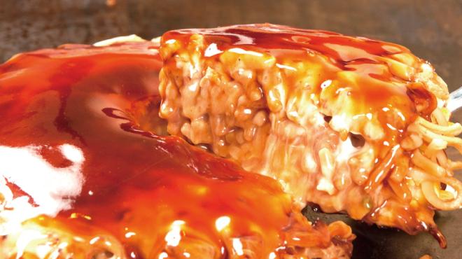 鶴橋風月 - 料理写真:シャキシャキ「キャベツ」の食感と、もちもち「太麺」の相性抜群!!