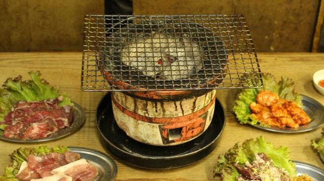 ホルモン焼 がま親分 - メイン写真: