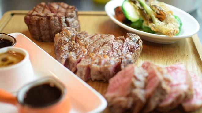 ビストロ キューブマン - 料理写真:牛肉、豚肉、鶏肉、鴨肉、羊肉、種類も多数!!