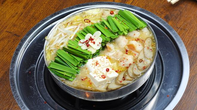 もつ鍋 亀八 - 料理写真:ピーク期には予約1か月待ちにもなる京都の超人気もつ鍋店。