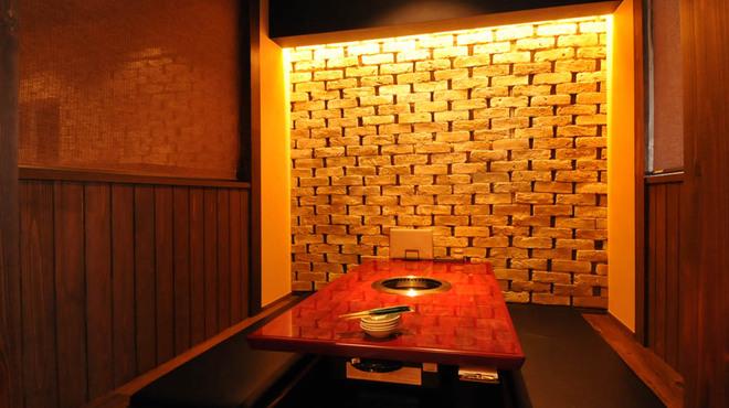 焼肉 琉璃 - 内観写真:7名様までご利用可能なお座敷席。