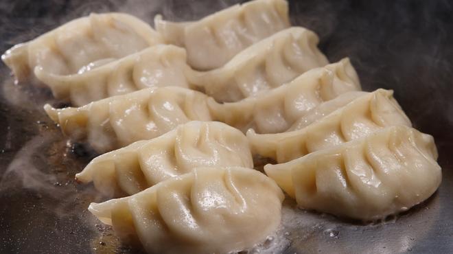 ちょい呑み まる大本舗 2nd - 料理写真:まる大餃子