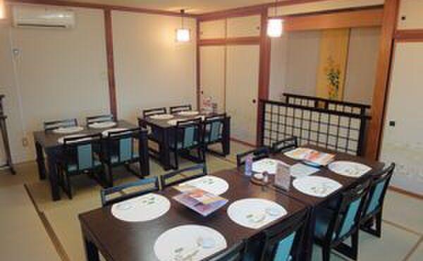 寿司処 旬 - 内観写真:2階のお座敷は椅子席になり、長時間の正座が難しいお客様にもお座りいただけます。