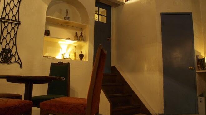 コローナ - 内観写真:小さな通路の奥の階段をカタコト上がっていらして下さい