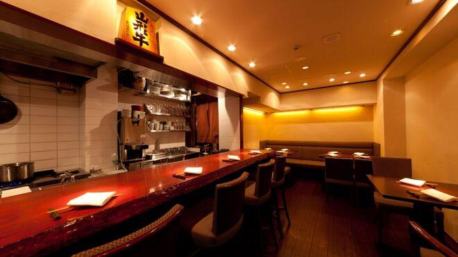 加藤牛肉店 - 内観写真:店内はシンプル&シックで落ち着いた雰囲気