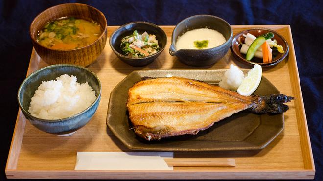 釜炊近江米 銀俵 - 料理写真:しまほっけ定食。上火式グリルでとふっくらと焼き上げます。