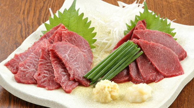 食彩麺酒房響 - 料理写真:馬刺し二種盛り  ¥1850