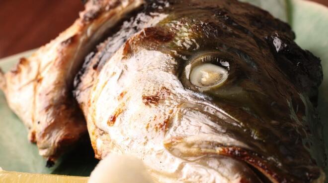 能登美 - 料理写真:旬の魚の兜焼き(煮付け)!!当店はカマ焼きじゃなく兜焼き!!ですから頬肉や目ん玉等旨い処もり沢山