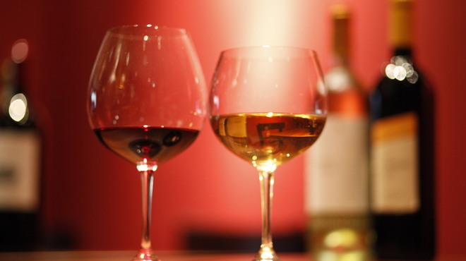 Gatti - ドリンク写真:グラスワイン各種