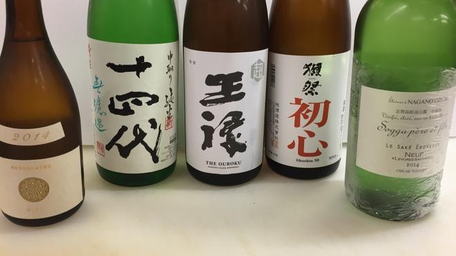 馬肉料理・まぐろと日本酒の店 赤味処馬ぐろ - ドリンク写真:こだわりの日本酒。ハーフ500円、一合950円