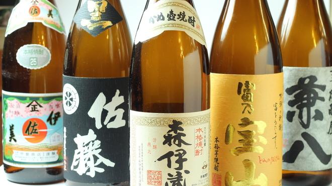 馬肉料理・まぐろと日本酒の店 赤味処馬ぐろ - ドリンク写真:こだわりのプレミアム焼酎もたくさんあります!