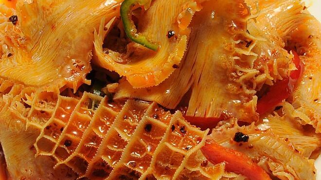 永利 - 料理写真:牛すね肉と生蜂の巣の麻辣味