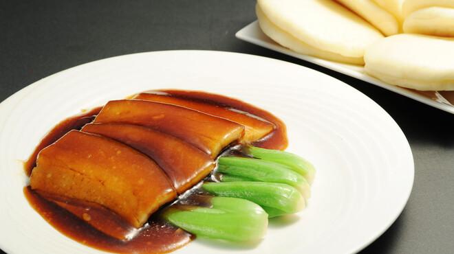 永利 - 料理写真:豚角煮のバン包み(パン4個)