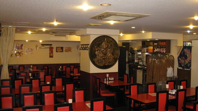 永利 - 内観写真:全席88席、ゆったりな空間