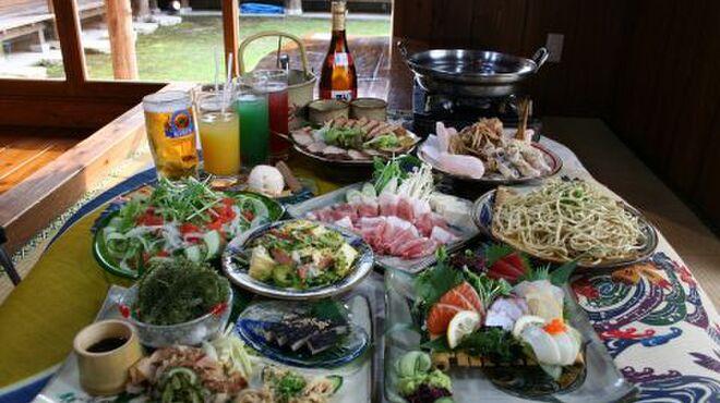 ぱいかじ - 料理写真:料理と泡盛の種類は豊富