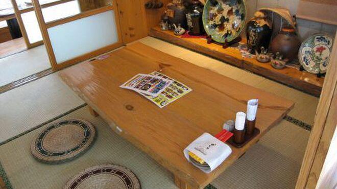 ぱいかじ - 内観写真:沖縄民家をイメージした座敷席は、アットホームで温かな癒しの空間。第二の実家のようにリラックスできますよ。