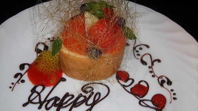 炫 - 料理写真:お誕生日のお客様にはスペシャルプレートをご用意させて頂きます(スタッフにお申し付け下さい)