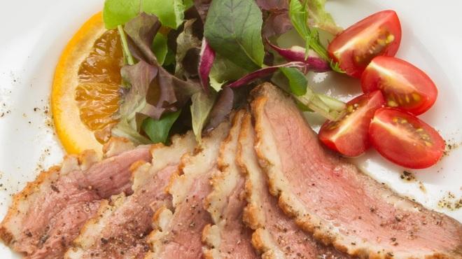 オンザテーブル バイ グッドビア フォウセッツ - 料理写真:冷製 鴨のロースト
