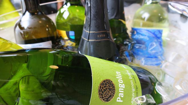 地どり居酒屋 個室宴会 キンクラ - ドリンク写真:日替わりグラスワインは全7種450円