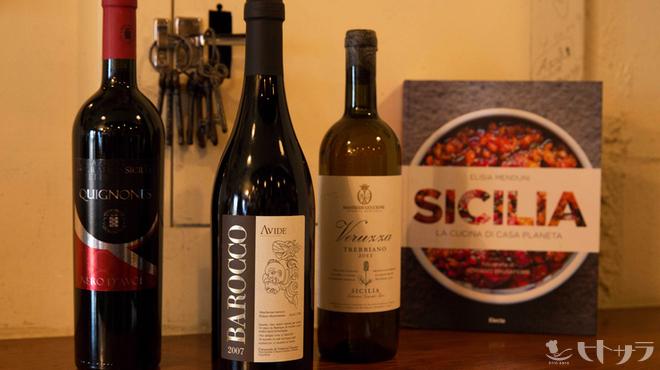 ロッツォシチリア - ドリンク写真:シチリアワインの品ぞろえは圧巻です