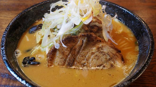 麺屋 まるはな - 料理写真:赤味噌辛タンメン 950円