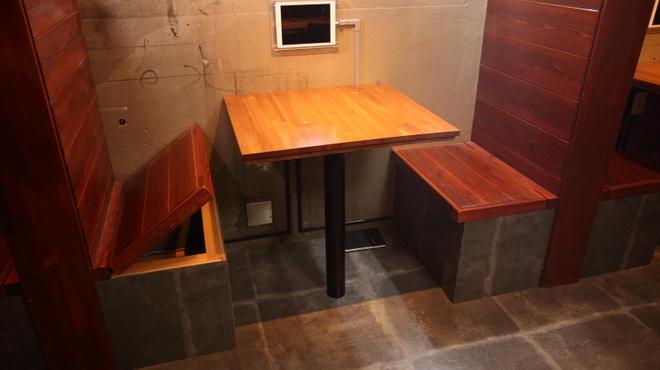 ゴリゴリバーガー タップルーム - 内観写真:2名様用ボックス席