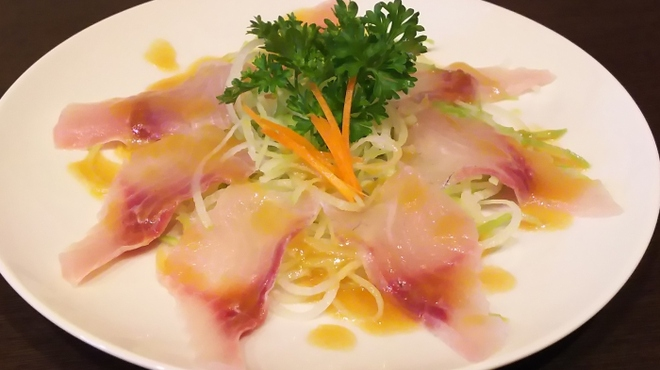 うおさだ - 料理写真:鮮度抜群の鯉に、オリーブオイルで、カルパッチョにしました。