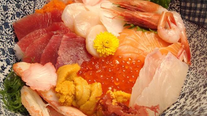 浜辺 - 料理写真:一番人気の特大海鮮丼 2500円