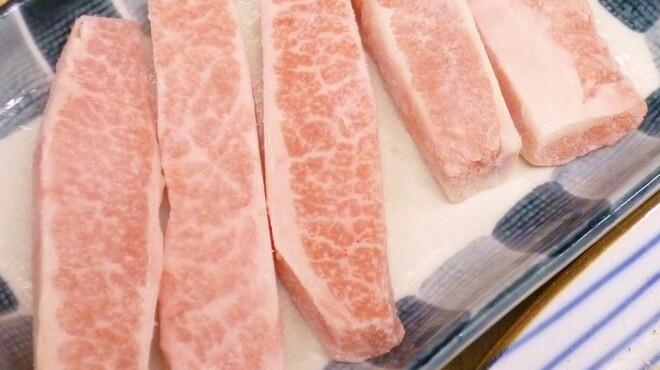 焼肉のあじまる - 料理写真:豚トロ 徹底して脂身をカット。国産豚のうま味を塩コショーでぜひ一度!