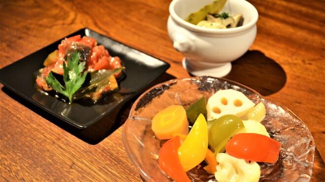 QUCHI - 料理写真:はじめの一品におすすめ3種~Appetizer~Piclles/Ratatouille/Marinated Mushroom