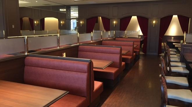 アトランティック - 内観写真:右側の椅子を外せば、ベビーカーもそのままお席にお持ちいただけます。