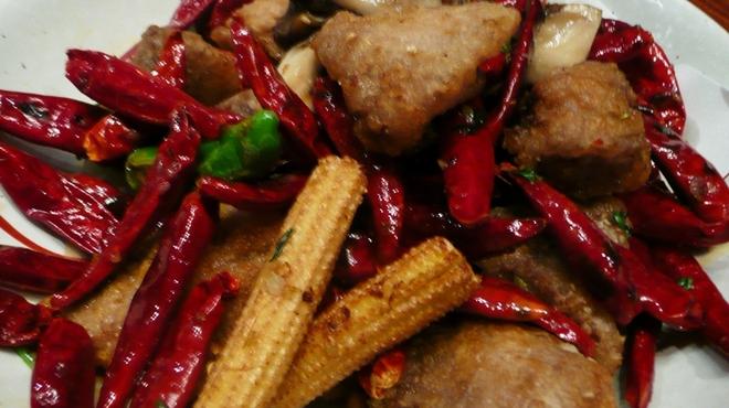 新世界菜館 - 料理写真:鮪頬の唐辛子煎り炒め