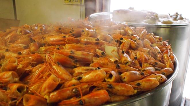 奥芝商店 - その他写真:元祖海老スープの仕込み風景