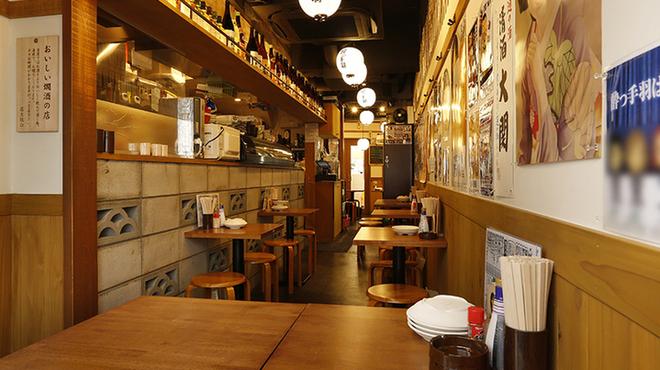 ちょい飲み酒場 酔っ手羽食堂 - 内観写真:テーブル席